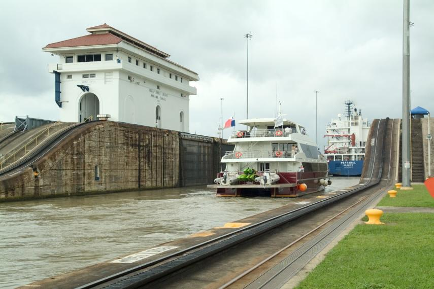 PA Panama Transiting Miraflores Locks 4
