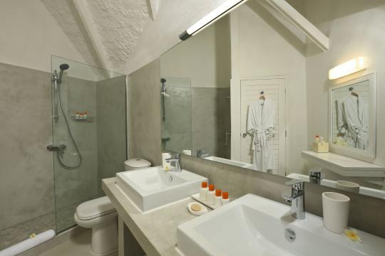 MUMRULAPIR La Pirogue Resort & Spa Bathroom