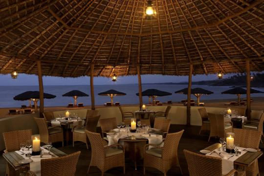 INTRVRAVIZ The Raviz Kovalam TIDES - BEACH SIDE PAN ASIAN RESTAURANT