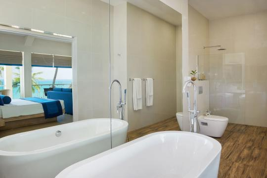 LKCMBSHINA Shinagawa Beach Bathroom of Suite ith View of Ocean