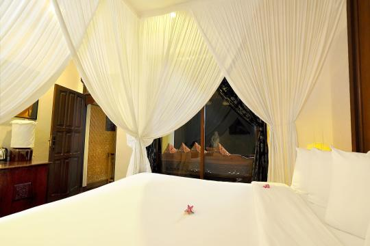 IDAMIPURIM Puri Mas Boutique Resort & Spa Bed of Quirky Room