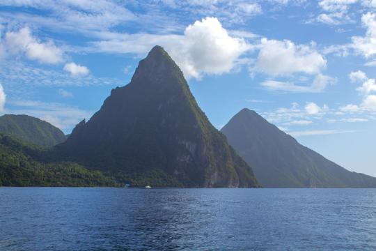 LC St. Lucia pitons-3104113