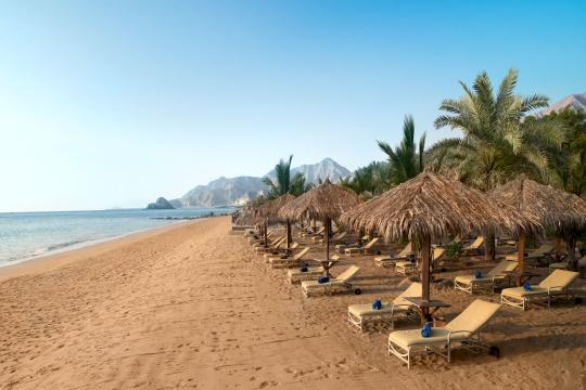 AEDXBALAQA Le Meridien Al Aqah Beach Resort merFJRMDag-135288-Beach Morning-High