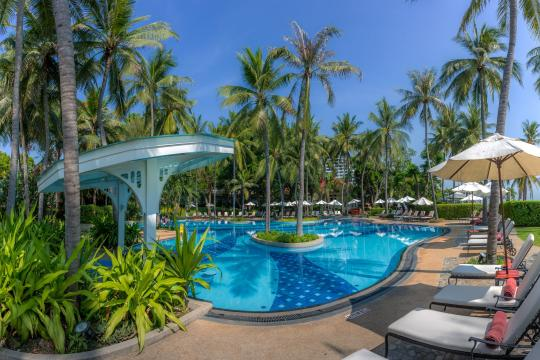 THBKKCENTA Centara Grand Beach CHBR swimming-pool-07