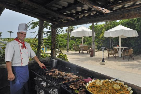 CUVRAMELCS Meliá Cayo Santa María - Chef at the beach buffet