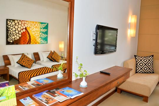LKCMBGOLDI Goldi Sands Negombo Bedroom and Livingroom