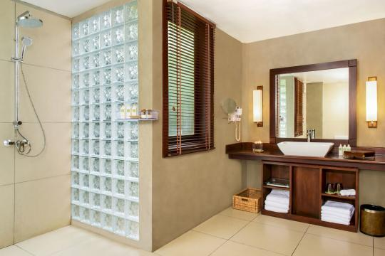LKCMBJUNGL Jungle Beach Resort by Uga Escapes Lagoon cabin bathroom
