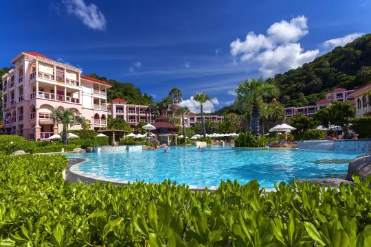 THHKTCENTG Centara Grand Beach Resort Phuket CPBR beachfront-pool