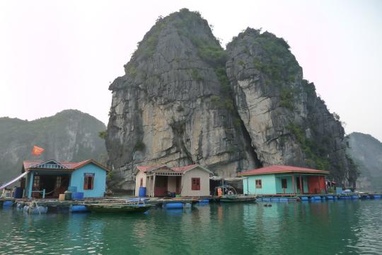 Vietnam12 Vietnam Ha Long Bay Floating Village