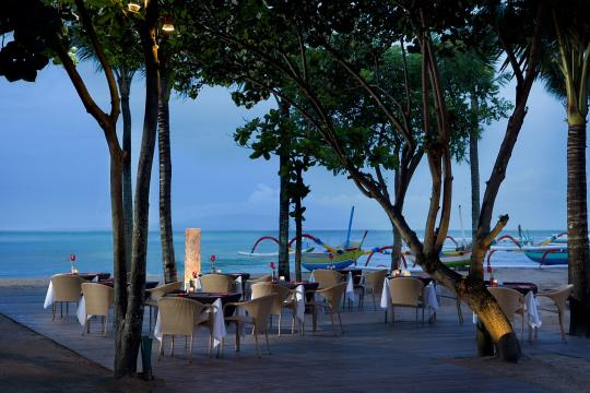 IDDPSSEGAR Segara Village Beach Dining Set Up