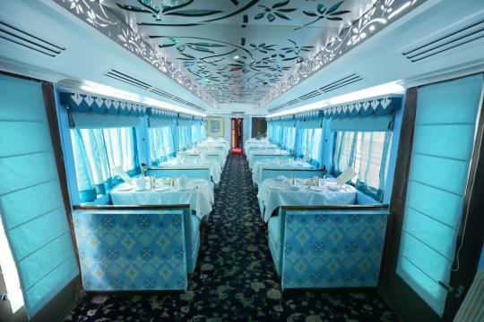 IN Indien Palace on Wheels maharaja-restaurant-01