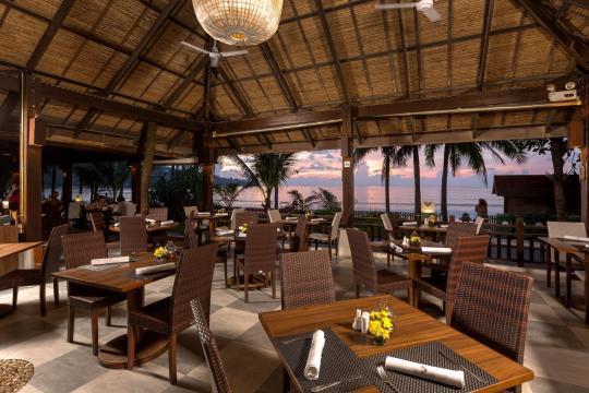 THHKTKAMAL Kamala Beach Resort 100 Restaurant by the sea 04