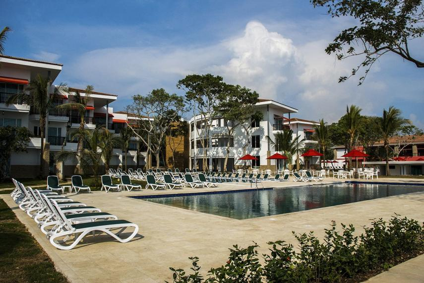 COCTGDECAM Decameron Piscina1- Royal Decameron Baru