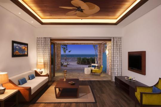 QADOHBANAN Banana Island Resort by Anantarat Seaview Suite Livingroom-41-2