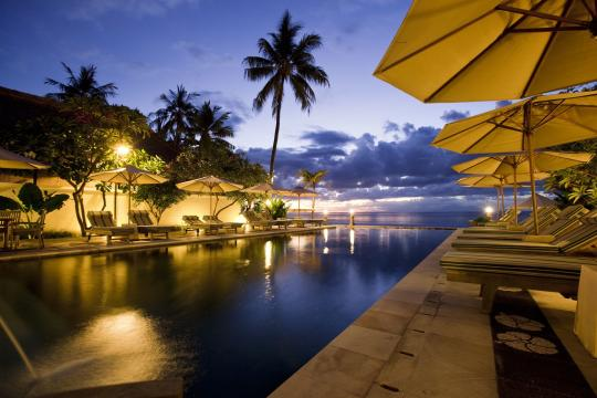 IDAMIPURIM Puri Mas Boutique Resort & Spa Infinity Pool by Night