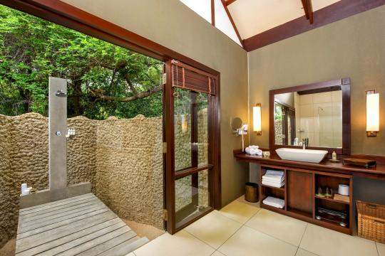 LKCMBJUNGL Jungle Beach Resort by Uga Escapes Jungle Cabin bathroom