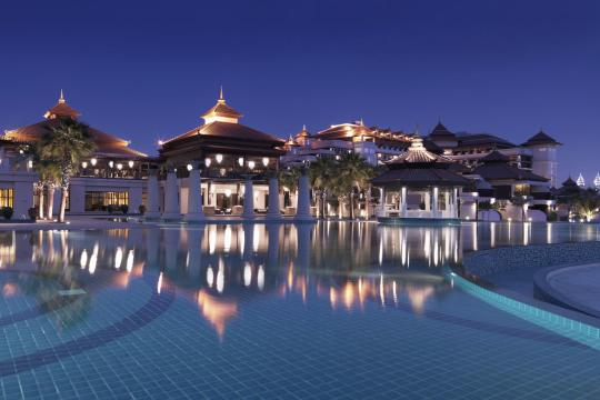 AEDXBANANT Anantara Dubai The Palm Resort Main Pool by Night