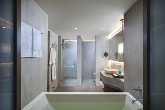 Amari Vogue Krabi Deluxe King Bathroom