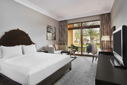 AEDXBHIRAS Hilton Resort & Spa Ras Al Khaimah King Hilton Guestroom Garden Access Bedroom