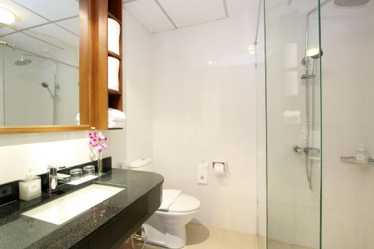 THHKTKAMAL Kamala Beach Resort 67 Bathroom DeluxeRoom
