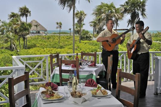 CUVRAMELCS Meliá Cayo Santa María - Musicians at the restaurants