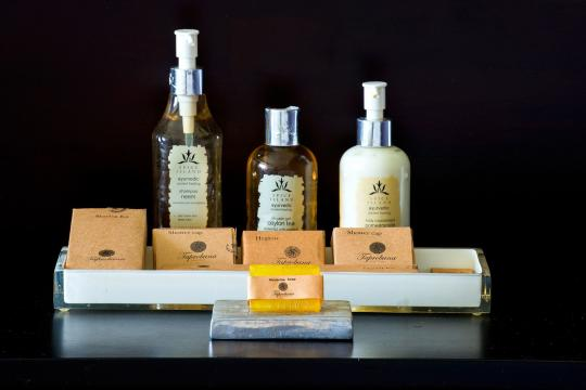 LKCMBSHINA Shinagawa Beach Luxury Ayurveda Bath Amenities