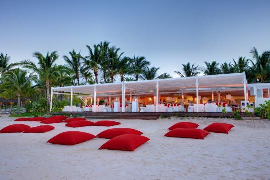 MUMRUBMARE Lux Belle Mare Beach Rouge by Evening