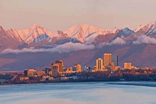 RUSS1 Nordostpassage Alaska Anchorage Skyline Fotolia 127887092 L