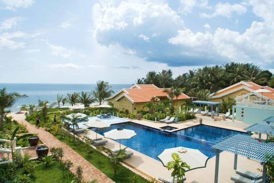 VNPQCLAVER La Veranda GAllery Resort Pool view2