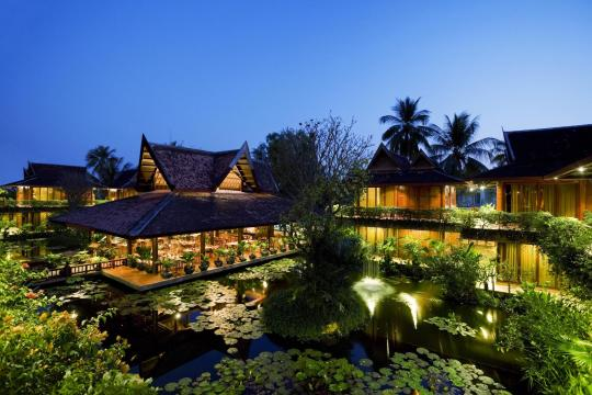 KHREPANGVI Angkor Village Hotel The Night View of Lotus Pond and Lauberge Des Temples