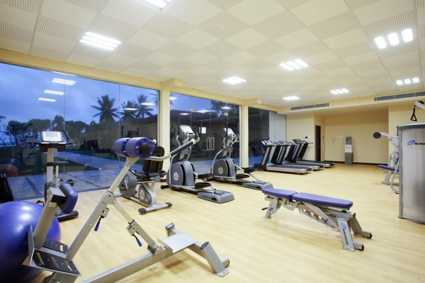 LKCMBCENBE Centara Ceysands Resort & Spa Fitness Centre Night