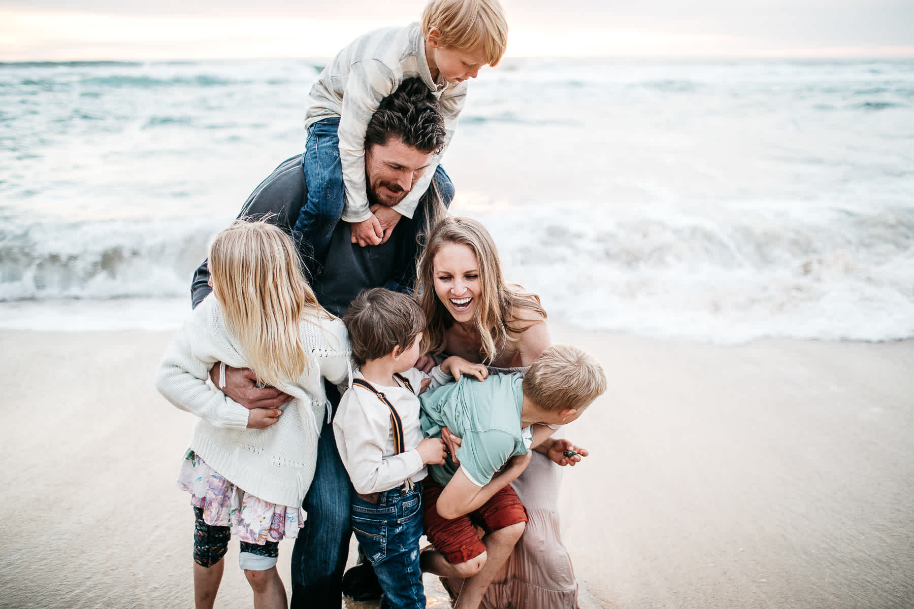 half-moon-bay-ca-sunset-family-lifestyle-session-golden-light-36