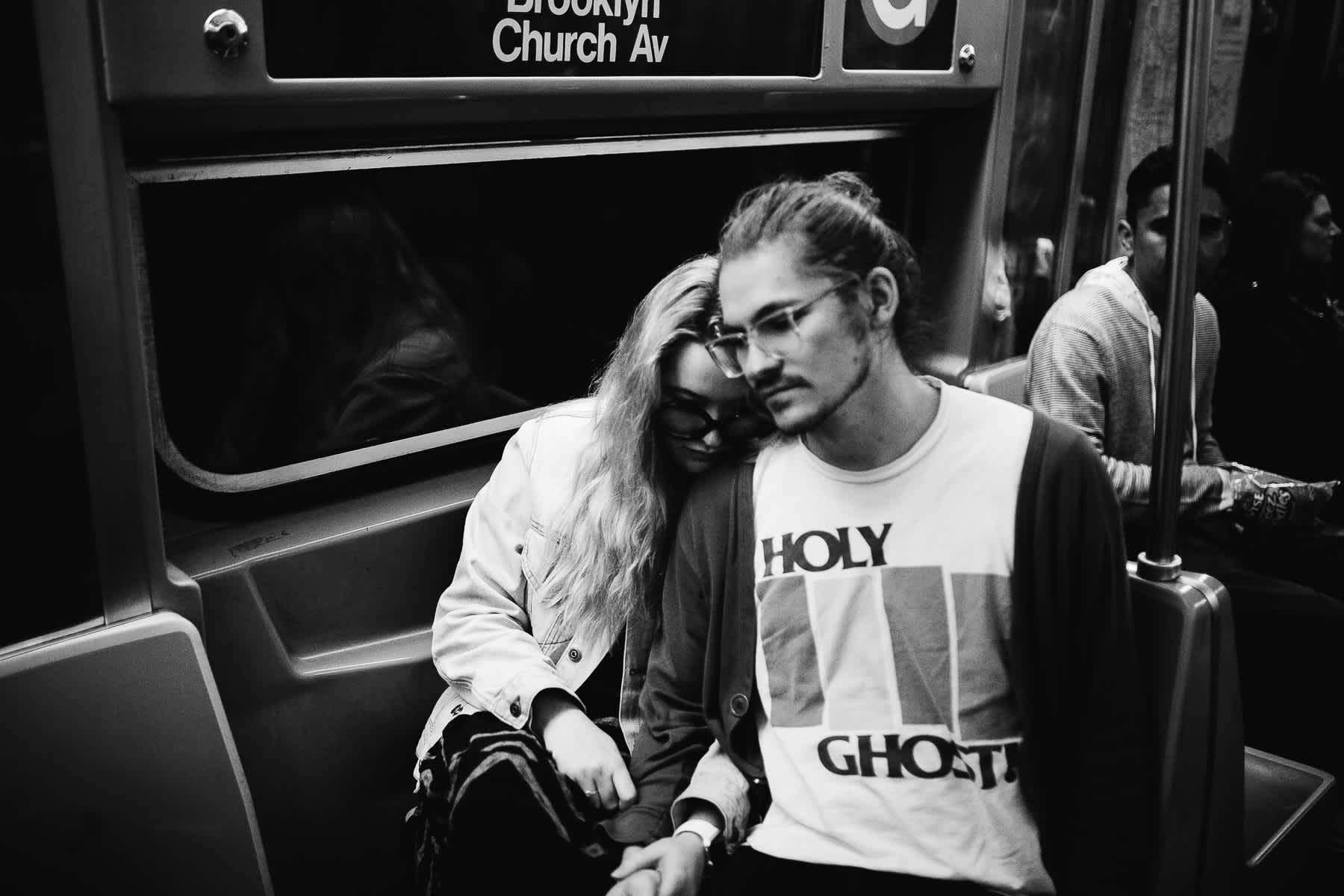 brooklyn-nyc-street-lifestyle-couple-session-23