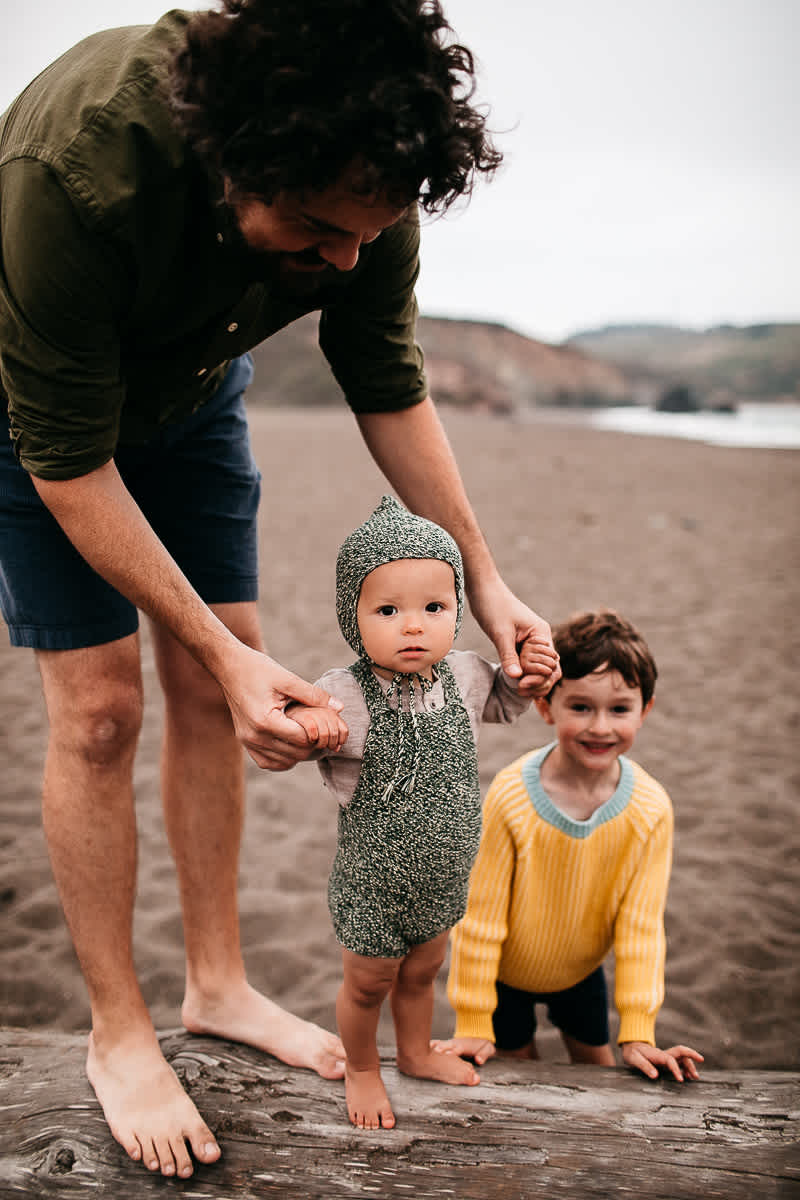 rode-beach-summer-gloomy-family-session-20