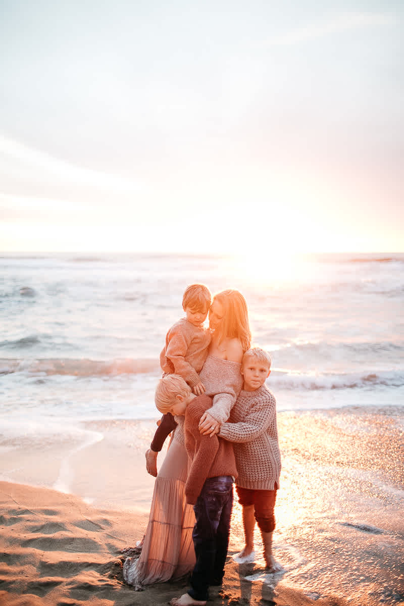 half-moon-bay-ca-sunset-family-lifestyle-session-golden-light-53