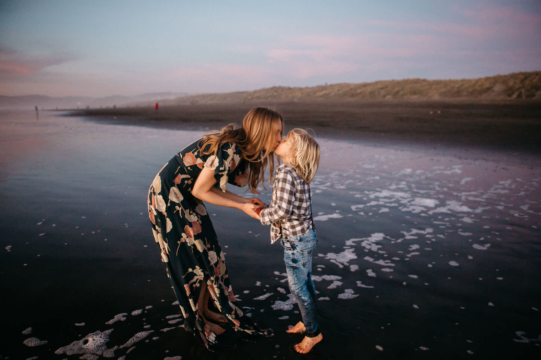 mother-son-kissing-ocean-beach-sf-session