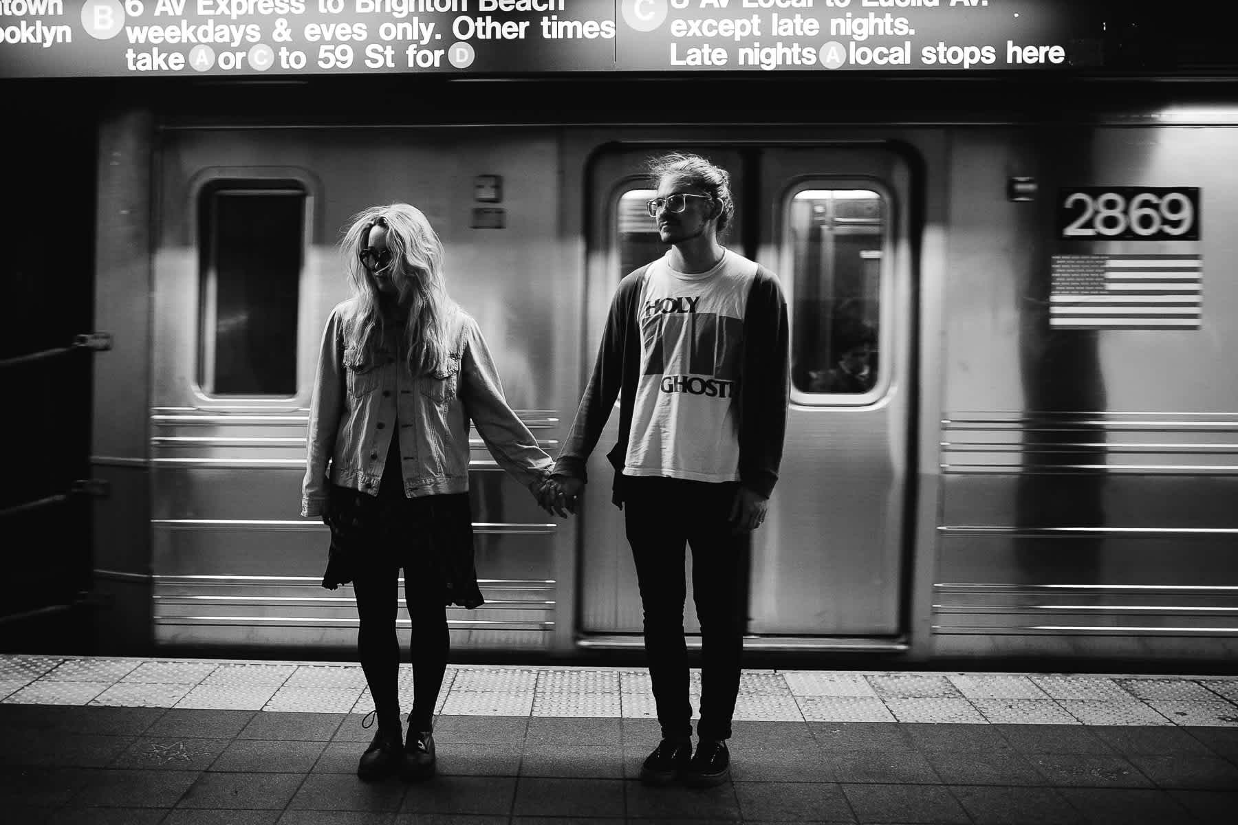 brooklyn-nyc-street-lifestyle-couple-session-14