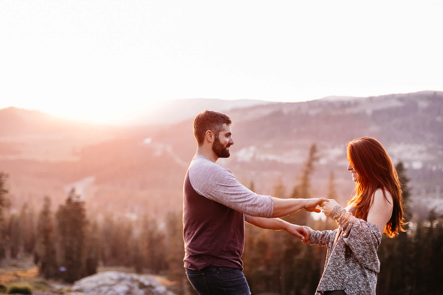 lake-tahoe-forest-donner-sunset-couple-session-17