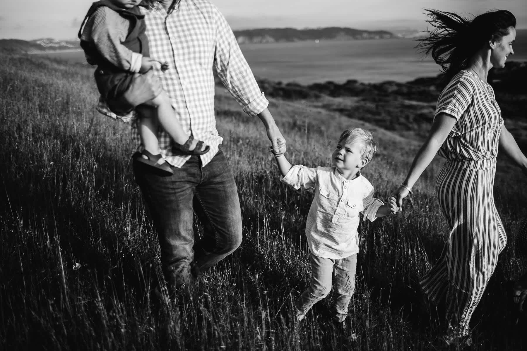 rodeo-beach-california-hills-lifestyle-family-session-14