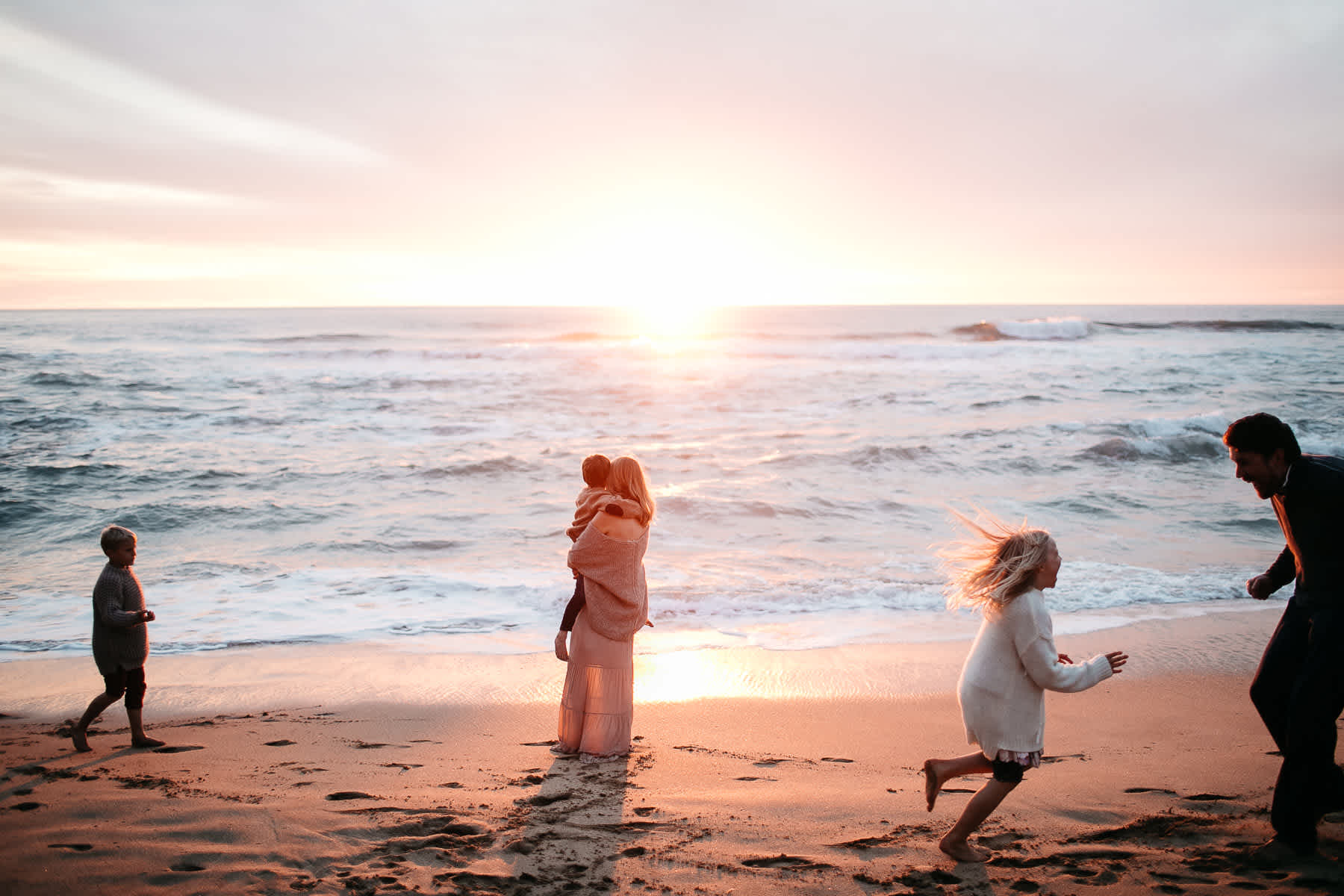 half-moon-bay-ca-sunset-family-lifestyle-session-golden-light-56