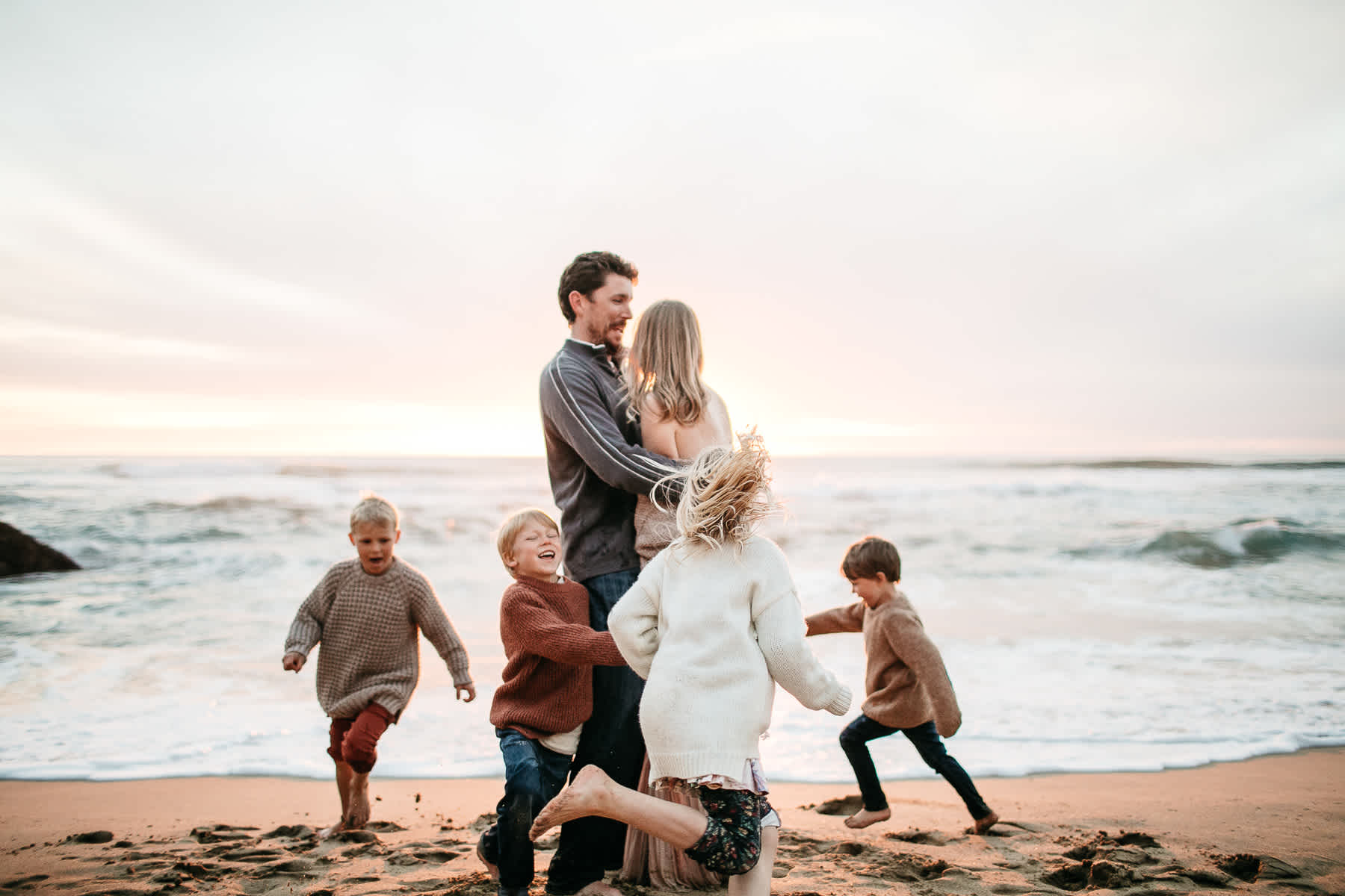 half-moon-bay-ca-sunset-family-lifestyle-session-golden-light-46