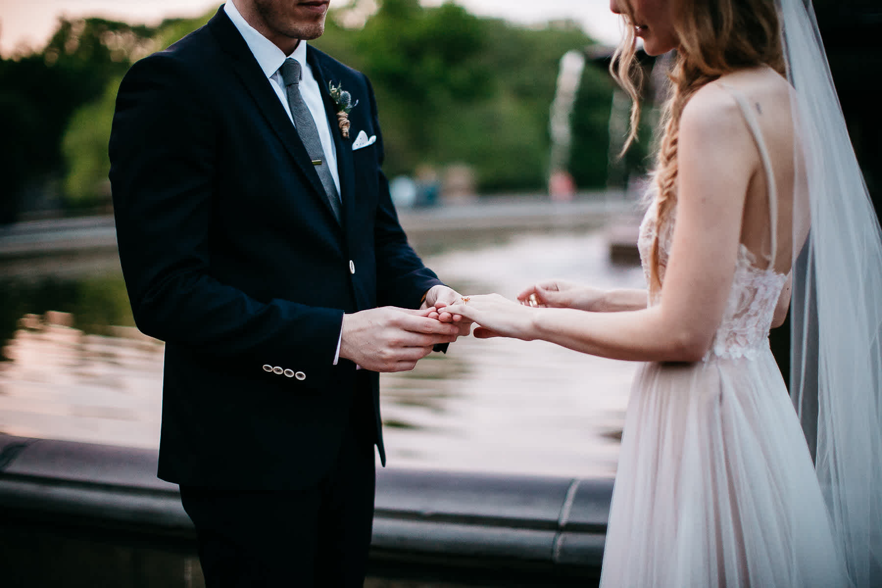 nyc-bhldn-stylized-brooklyn-bridge-elopement-84