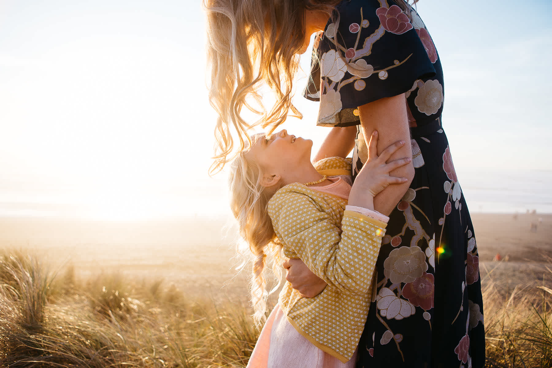 mother-daughter-moment-ocean-beach-lifestyle-photographer-golden-light