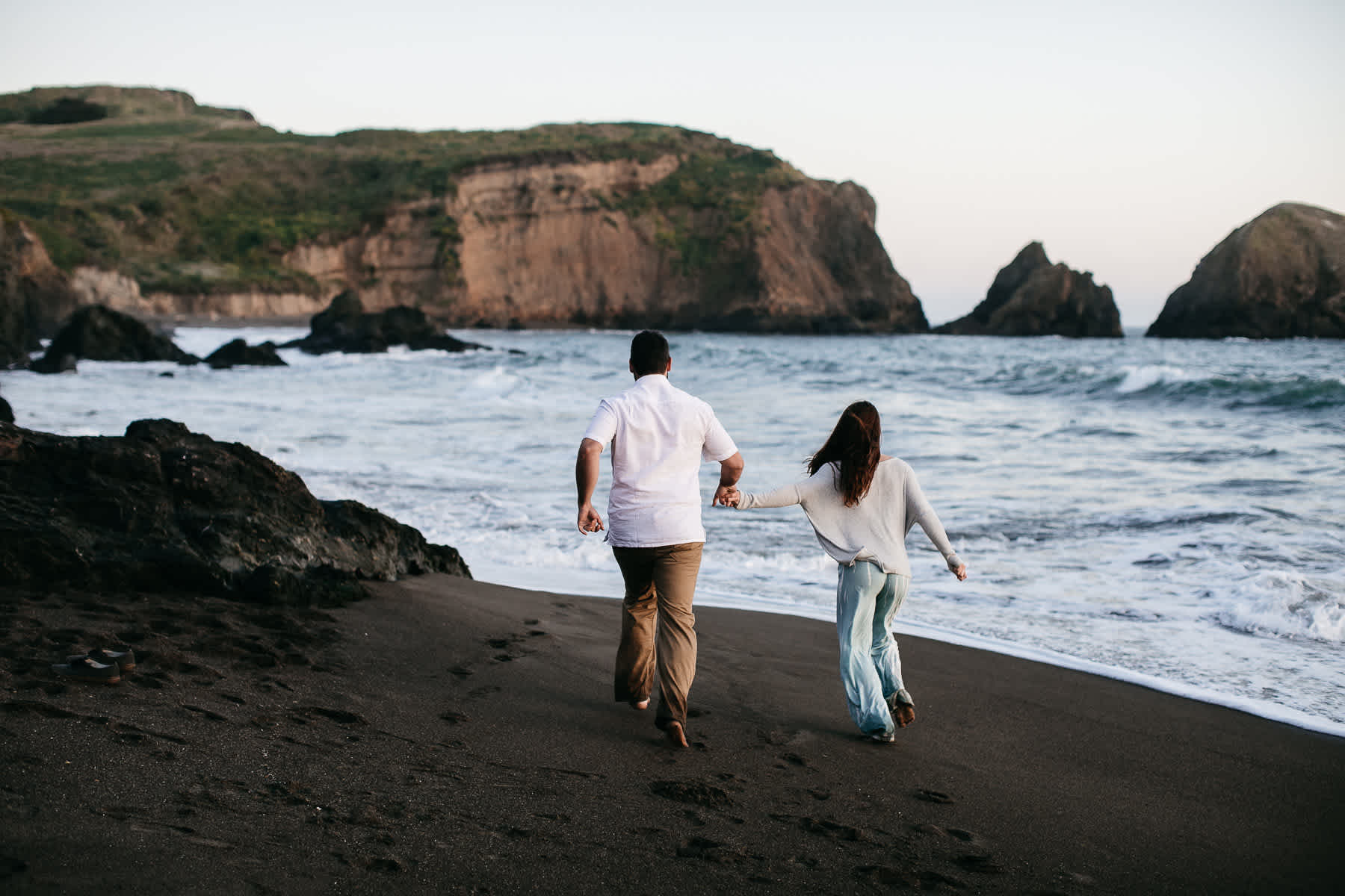 marin-headlands-rodeo-beach-lifestyle-laughter-engagement-session-65
