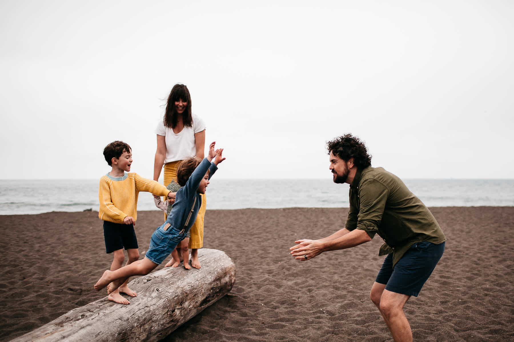 rode-beach-summer-gloomy-family-session-22