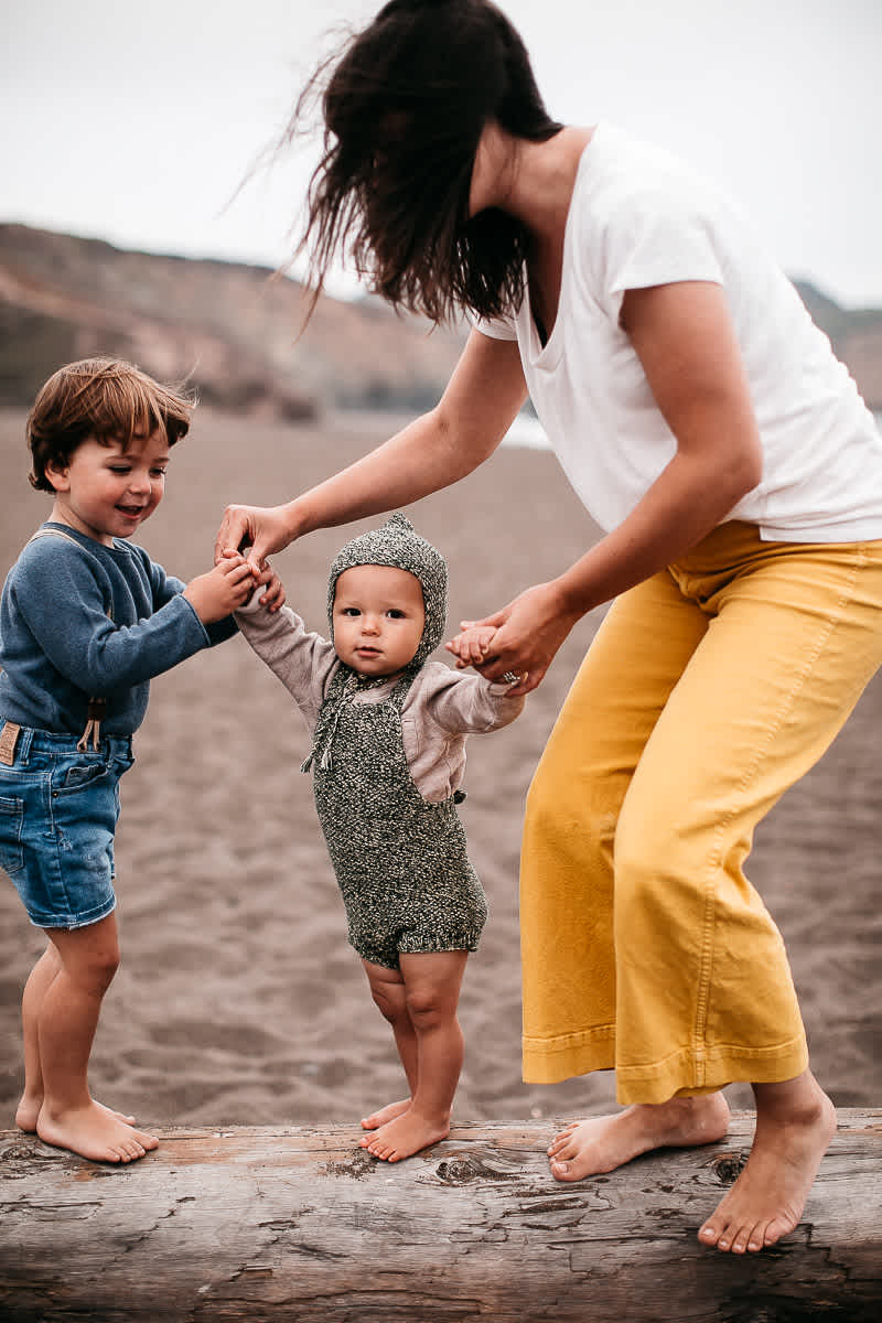 rode-beach-summer-gloomy-family-session-23