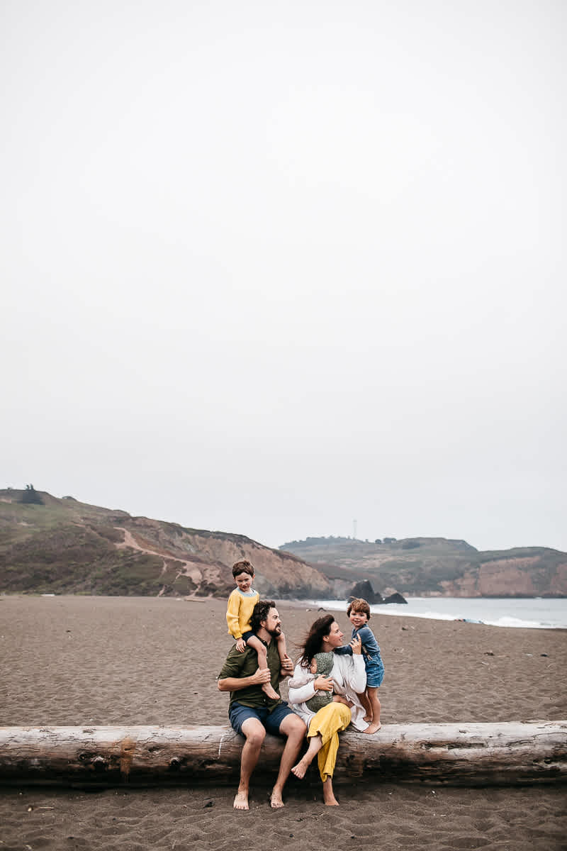 rode-beach-summer-gloomy-family-session-33