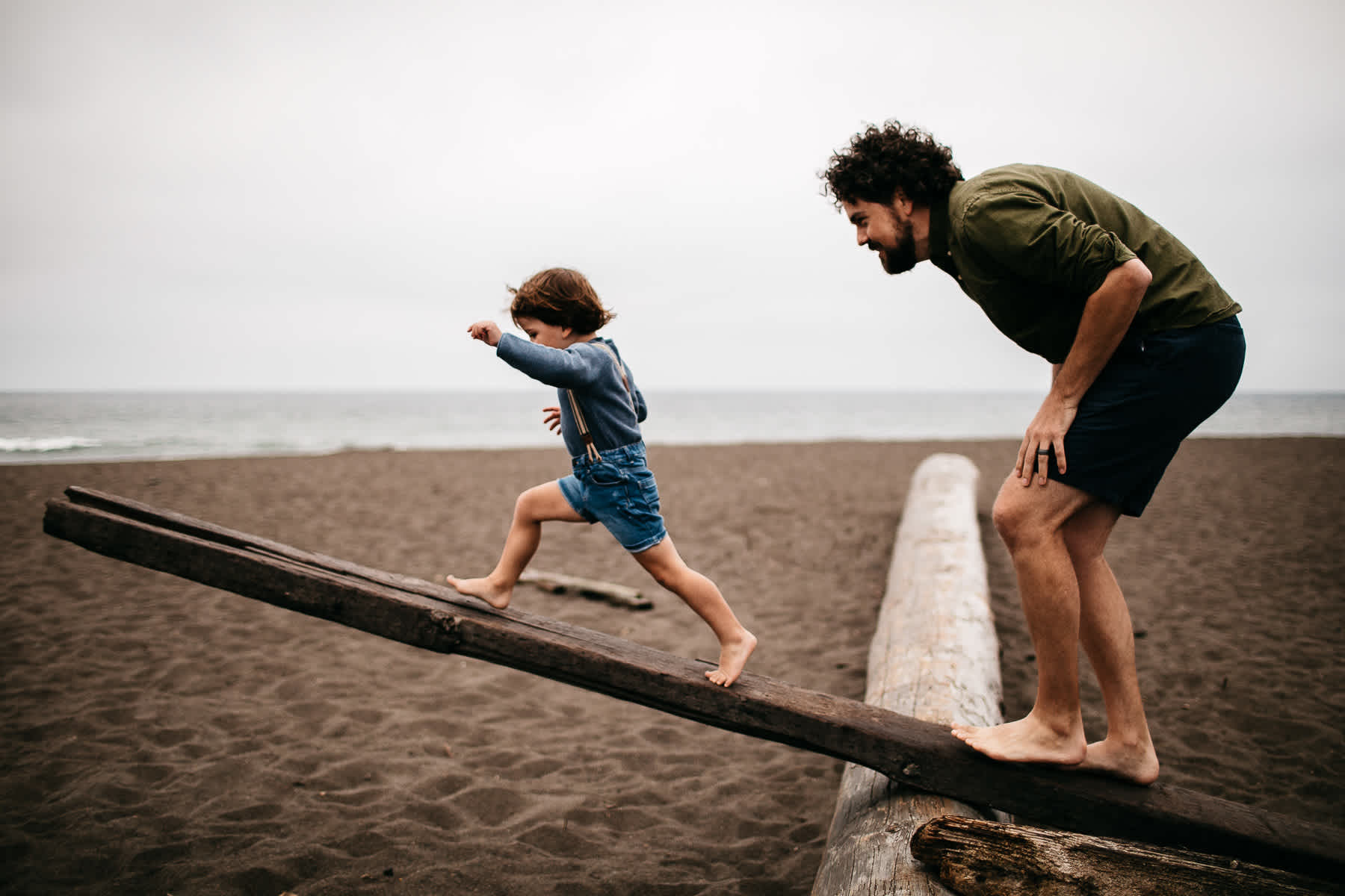 rode-beach-summer-gloomy-family-session-4
