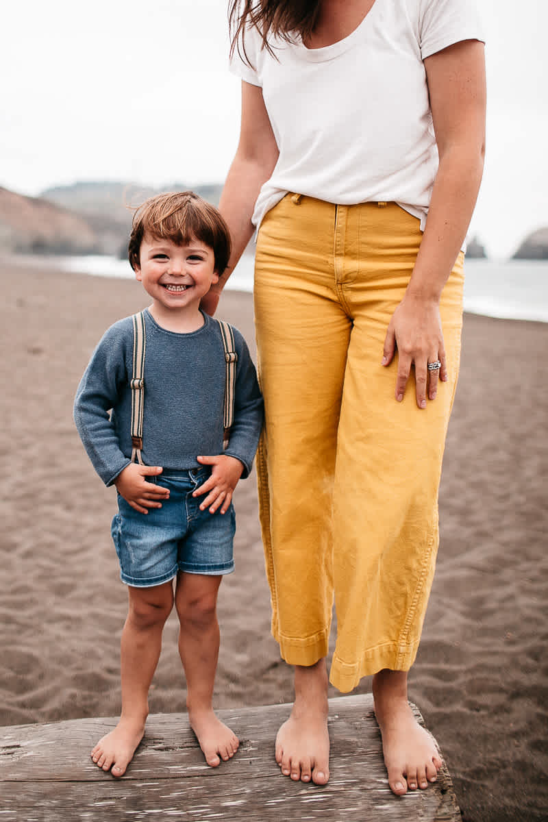 rode-beach-summer-gloomy-family-session-19