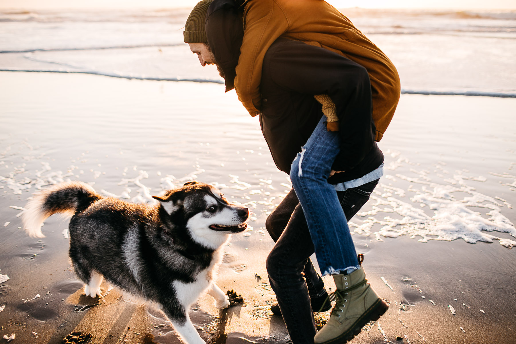 ocean-beach-sunset-couple-session-with-dog-2